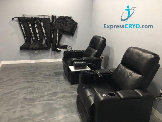 Moore, Оклахома: NormaTec Compression Room