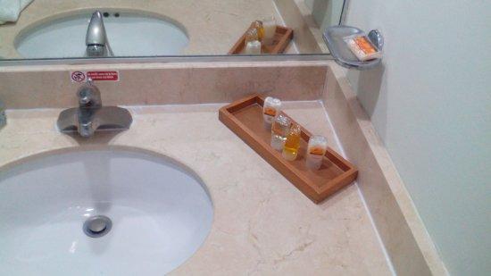 Hotel El Espanol Paseo de Montejo: IMG_20171207_182728_large.jpg