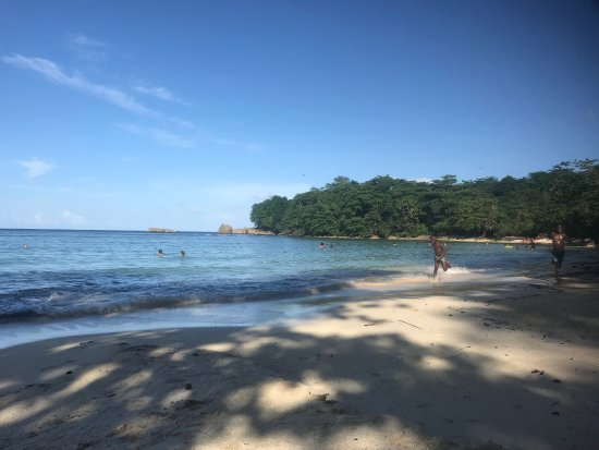 Winnifred Beach : Beach early afternoon