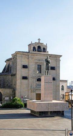 Enna, Italy: памятник и Церковь