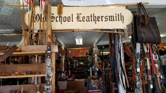 ‪‪Lockhart‬, تكساس: Old School  Leathersmith‬