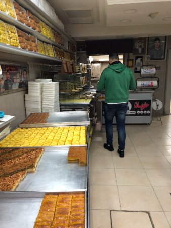 Just Jerusalem Tours -  Day Tours : Local baker in the Muslim Quarter