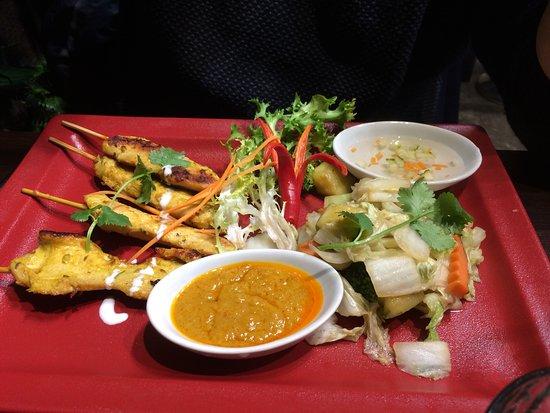 Suan Thaï : Poulet sauce satay légumes sautés