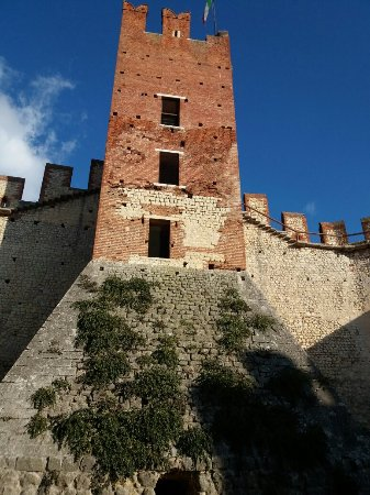 The Soave Castle: 20171209_141314_large.jpg