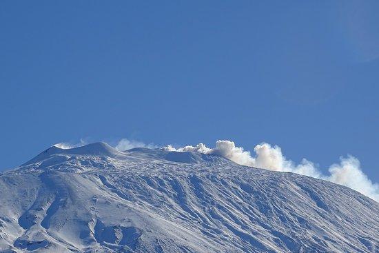 Castiglione di Sicilia, Italy: De Etna rookt