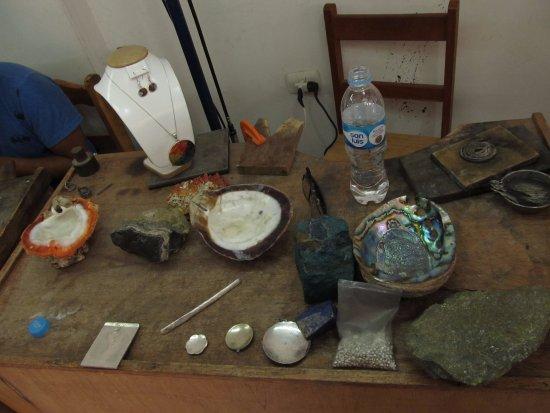 Pisac, Peru: Materiais usados para os enfeite coloridos