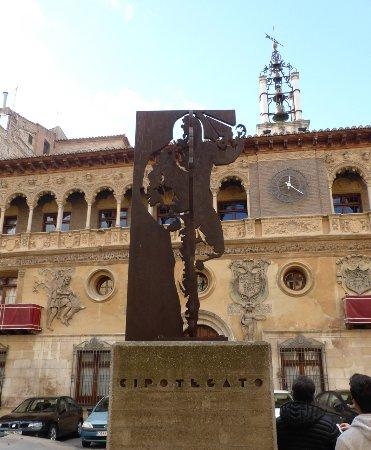 Ayuntamiento de Tarazona: Monumento al Cipotegato