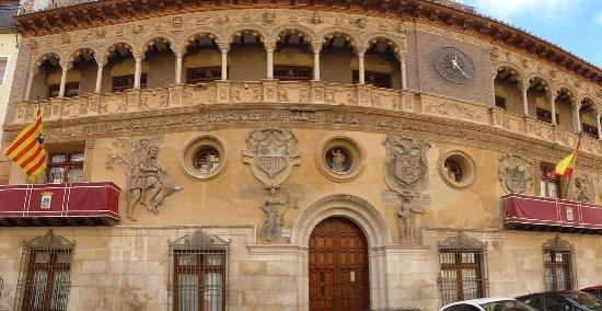 Ayuntamiento de Tarazona: Parte de la fachada del Ayuntamiento