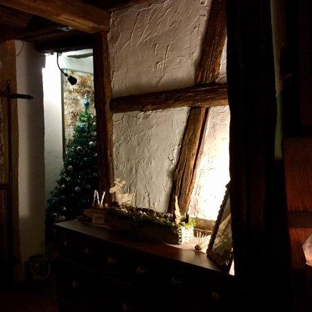 Hochheim am Main, Alemania: Ein verwinkeltes romantisches Fachwerkhaus mit urigen Gasträumen gemütlich überall... dazu eine