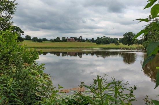 Hereford, UK: Lake towards house