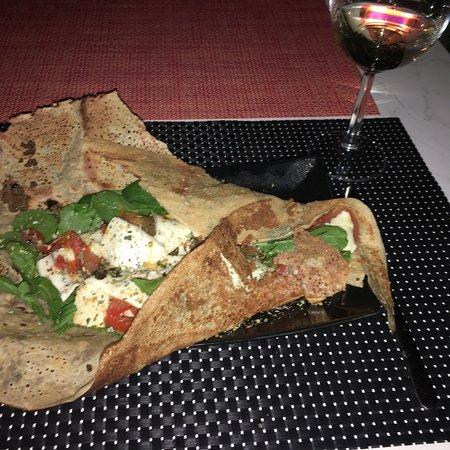 Артенара, Испания: Crêpe con queso de Cabra, tomate y rúcula, para quienes no buscamos un crêpe dulce, Gracias