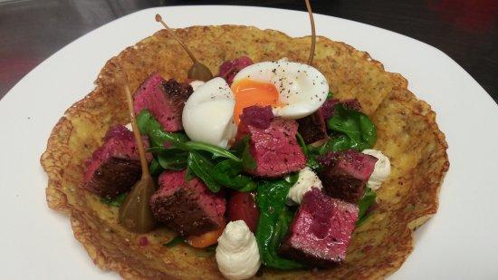 Saint Arnaud, Yeni Zelanda: Beef salad on Polish potato pancake