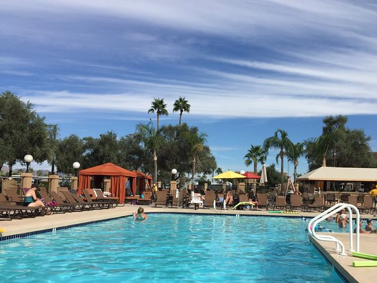 Valle Del Oro RV Resort: Warm pool