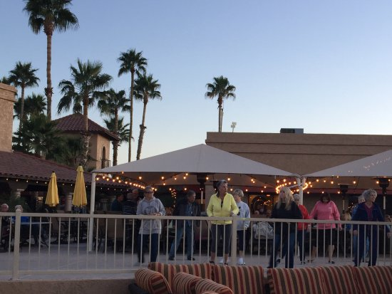 Valle Del Oro RV Resort: Evening live music in pool area