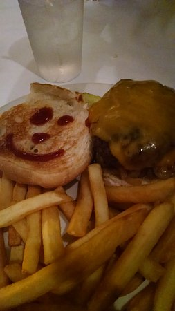 Warwick, RI: Happy Cheeseburger