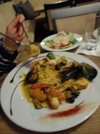 Pegnitz, Германия: Steak medium & Tocchettini di Peace mit Gemüse, Weinsoße & Curcuma. Ist sehr empfehlenswert. War