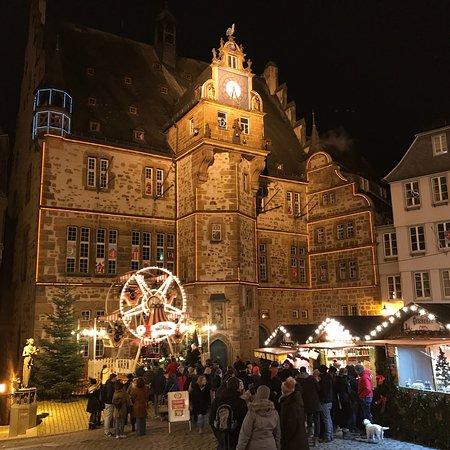 เวทซลาร์, เยอรมนี: Ganz idyllische Altstadt mit gemütlichen Weihnachtsmarkt und romantischen Ausblick by Nacht vom
