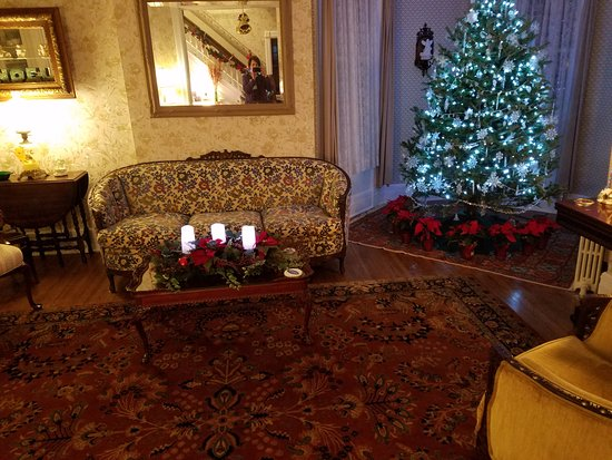 Stonegate Bed and Breakfast: Christmas Time at Stonegate