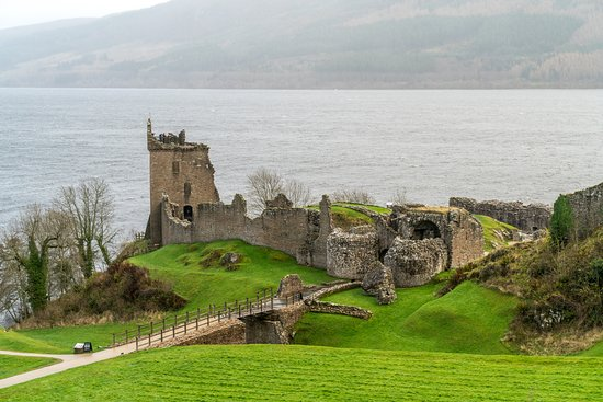 Drumnadrochit, UK: Ruins of Urquhart Castle from the visitor center.