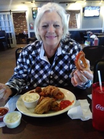 Laurel, MS: Lovely Sandy has the 1/2 and 1/2 platter shrimp and catfish filets