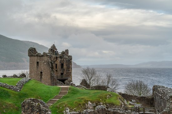 Drumnadrochit, UK: A view of the main tower at the castle