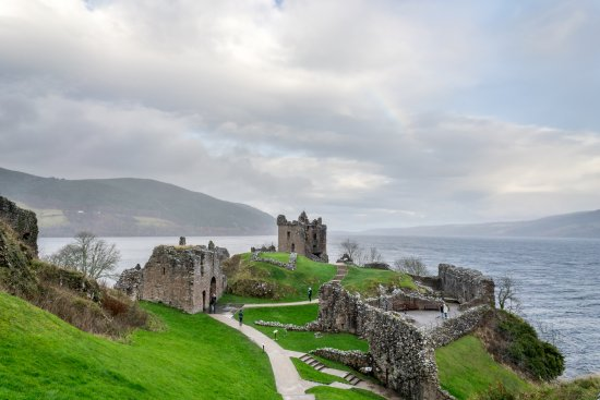 Drumnadrochit, UK: Beautiful grounds of Urquhart Castle