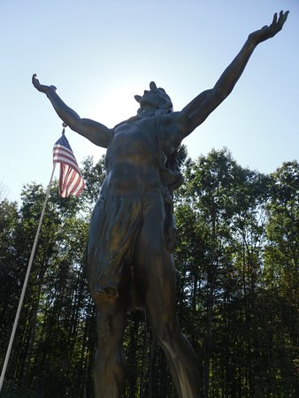 Charlemont, MA: Hail to the Sunrise statue