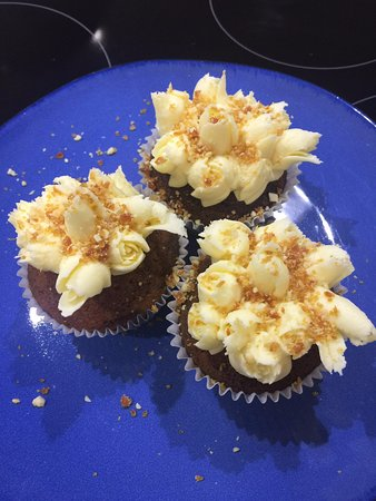 Hay, Αυστραλία: Banana cupcakes with Vanilla Butter cream icing and Peanut Brittle sprinkles