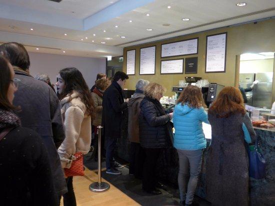 Paris caf le jardin du petit palais queue foto caf for Cafe le jardin du petit palais