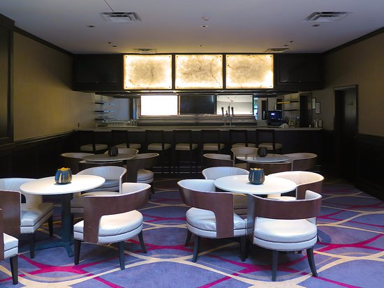 Herndon, VA: Marty's @ Embassy Suites - Dining area in lobby