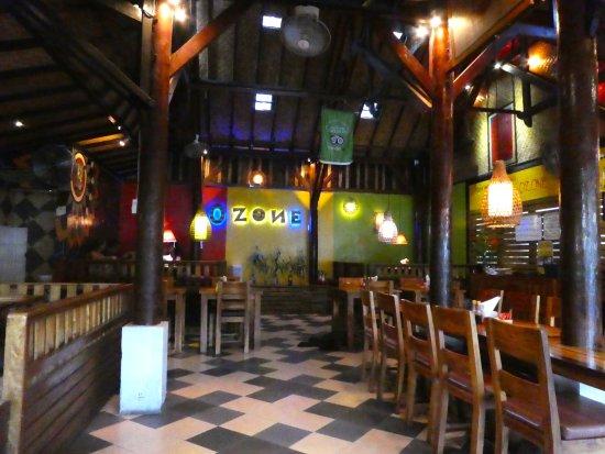 Padangbai, Indonesia: Inside the cafe