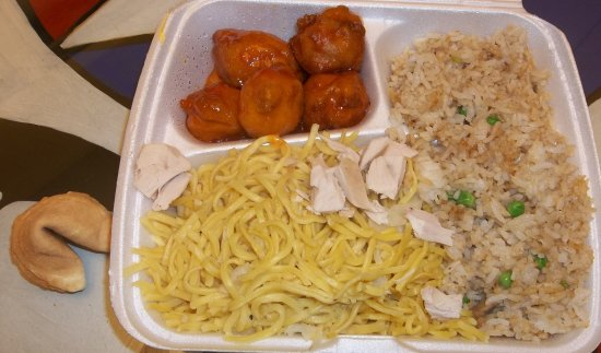 Nelson, Canadá: Take out special #7. Sweet & Sour Chicken Balls, Mushroom Fried Rice, Chow Mein...Fortune Cookie