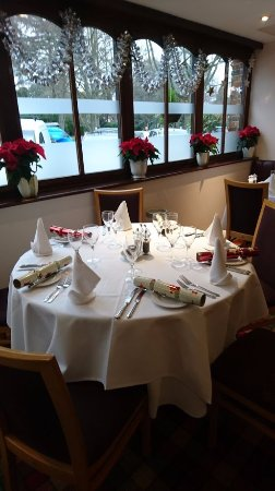Virginia Water, UK: Ready for Christmas meal
