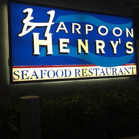 Harpoon Henry's Seafood Restaurant: Great Atmosphere & Food