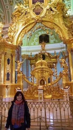 'TripAdvisor' from the web at 'https://media-cdn.tripadvisor.com/media/photo-s/11/7b/14/f7/el-altar-de-la-iglesia.jpg'