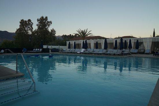 Ojai, Californië: Pool in the evening