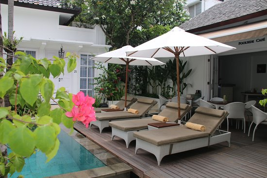 The Colony Hotel Bali: Lounge chairs poolside.