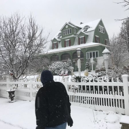 Rockmere Lodge: Beautiful snowy December day