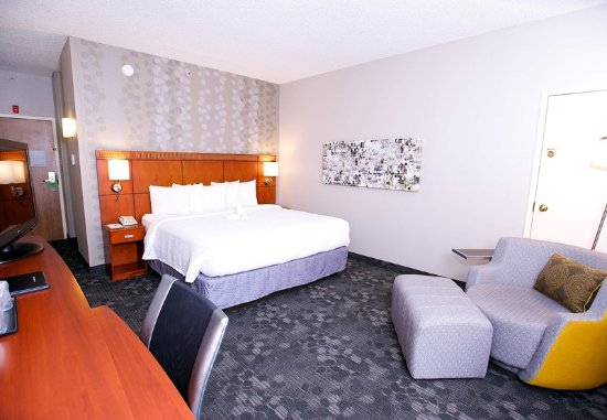 Bedford, TX: Guest room