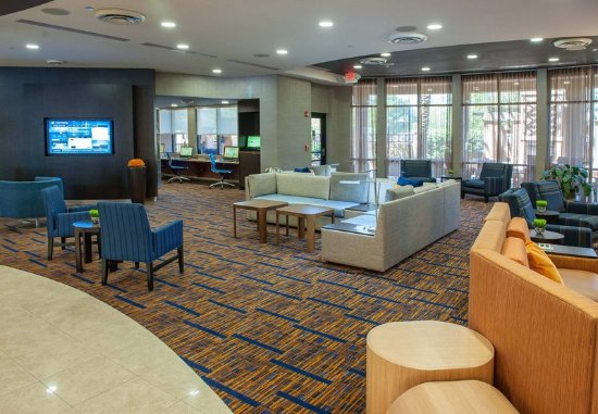 Courtyard by Marriott Pensacola Downtown: Lobby