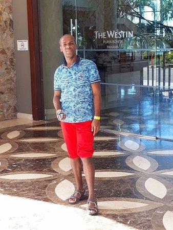 The Westin Playa Bonita Panama: Esta es la zona de ingreso o área de recepción donde hay una sala de espera para el registro