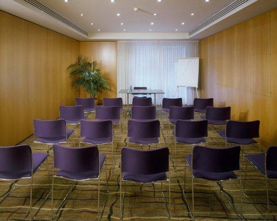 เค + เค โฮเทล มารีอา เทเรซีอา: Meeting room