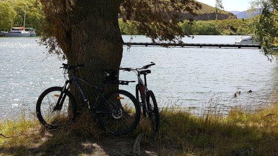 Twizel, Nueva Zelanda: Lake Benmore Day-tripper picnic at Sailors Cutting