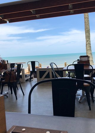 Scarness, Australia: Restaurant view at Enzo's on the Beach