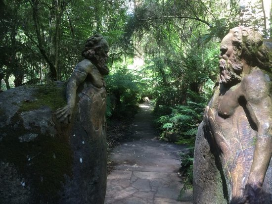 Mount Dandenong, Australia: The First Art Just Outside The Visitor Center