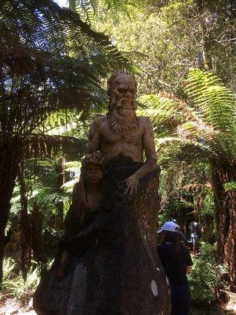 Mount Dandenong, ออสเตรเลีย: Standing Alone