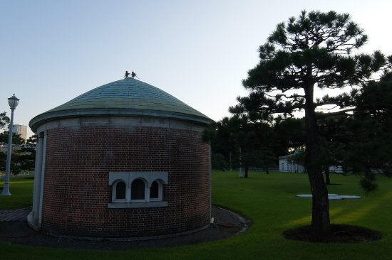 Akasaka Palace (State Guesthouse): Possibly Tool Hut In The Garden Area