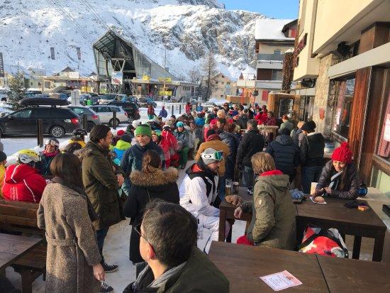 Andermatt, Svizzera: Après-Ski-Bar auf der Terrasse