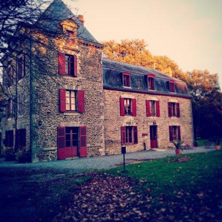 Missillac, France: La façade principale du Manoir