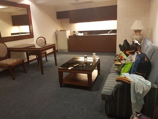 Prince Palace Hotel Ruang Tamu Nya